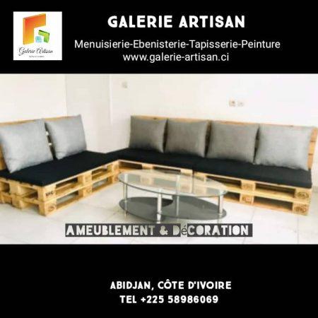 Salon 6 places avec coussins+ une table vitrée